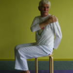 StoelYoga in Sûnenz door Yoga met je Hart